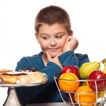 Uma a cada três crianças com menos de cinco anos está desnutrida ou sofre com sobrepeso, alerta o UNICEF