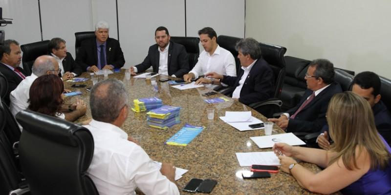 Nesta segunda-feira (16), uma reunião da Comissão Executiva da Câmara Municipal do Recife traçou uma série de ações de prevenção ao vírus