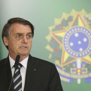 Bolsonaro assina MP que prevê pagamento do 13º do Bolsa Família apenas para 2019