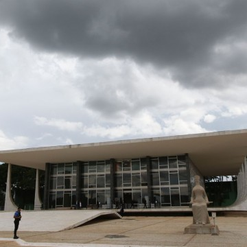 Gilmar Mendes suspende ampliação do BPC
