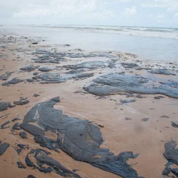 João Campos anuncia medidas sobre vazamento de óleo