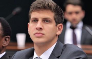 João Campos lidera frente pela renda básica para 120 milhões de pessoas