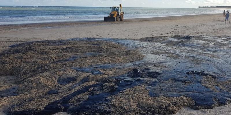Segundo o professor de geotecnia da UFPE, Roberto Coutinho, as subestâncias químicas levam à poluição do solo e, direta ou indiretamente, à poluição da água e do ar.