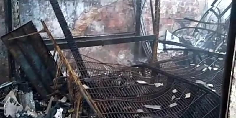 O incêndio atingiu um armazém no bairro da Bomba do Hemetério e também uma casa vizinha