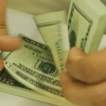Dólar fecha em alta em dia de eleições nos EUA