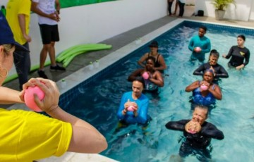 """Projeto """"Vida em Movimento"""" oferece hidroginástica gratuita para mulheres"""