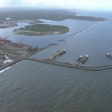 Morte de tripulante obriga navio a atracar no Porto de Suape