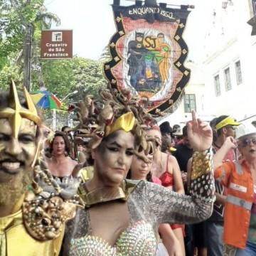 Foliões aproveitam domingo de Carnaval em Olinda