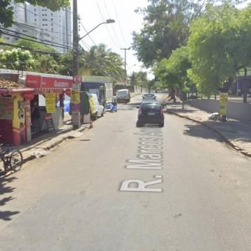 Obra para acabar com alagamento interdita trechos de ruas no bairro da Torre, Zona Oeste do Recife