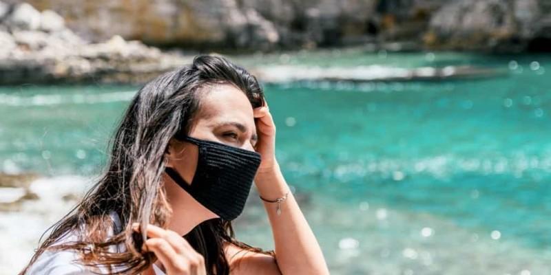 A campanha visa alertar os visitantes que desembarcam na ilha sobre a determinação do protocolo contra a covid-19 para o turismo local.