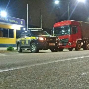 PRF recupera caminhão logo após o roubo em Garanhuns