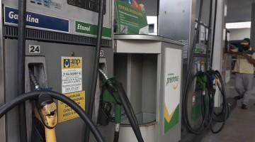 Gasolina tem sexto aumento no ano e diesel quinta alta