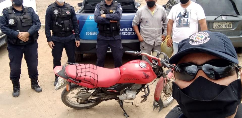 Guardas da Patrulha Rural da Guarda Municipal de Caruaru recuperam moto roubada