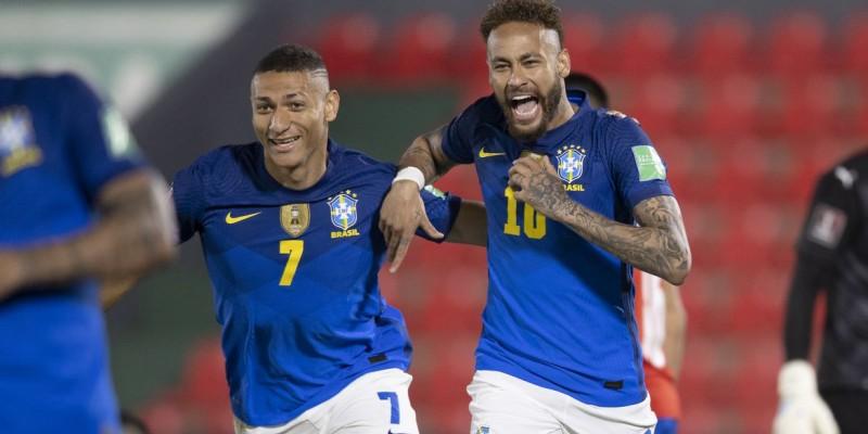Neymar e Paquetá marcam na vitória por 2 a 0 na capital Assunção