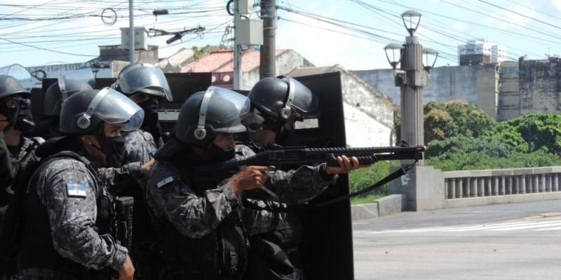 Permanece o silêncio sobre as justificativas de onde partiram as ordens para a ação violenta da Polícia Militar em PE no protesto pacífico contra o governo federal