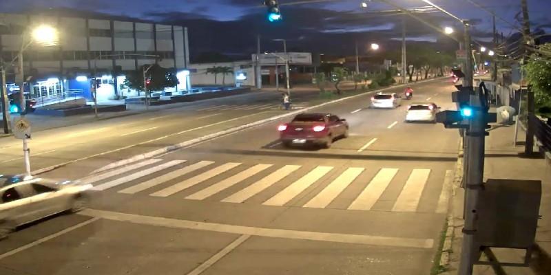 Com a mudança, uma faixa em cada sentido será invertida para permitir o giro à esquerda com um tempo a menos de semáforo