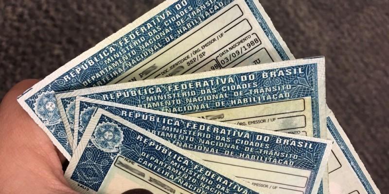 Os golpistas enviam links que são direcionados para páginas falsas solicitando um cadastro com informações pessoais e financeiras para a obtenção da CNH gratuita