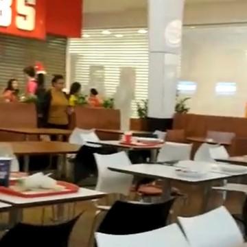 Praça de alimentação do Shopping Recife tem tumulto após PM prender homens