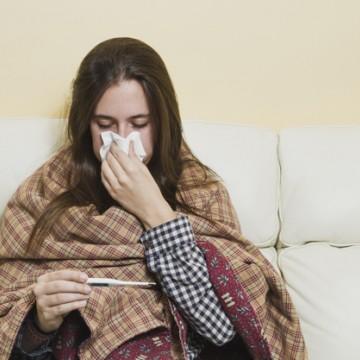 Saiba diferenciar os sintomas de gripe, resfriado e Covi-19