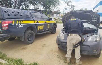 Primos são detidos com carro roubado em Caruaru