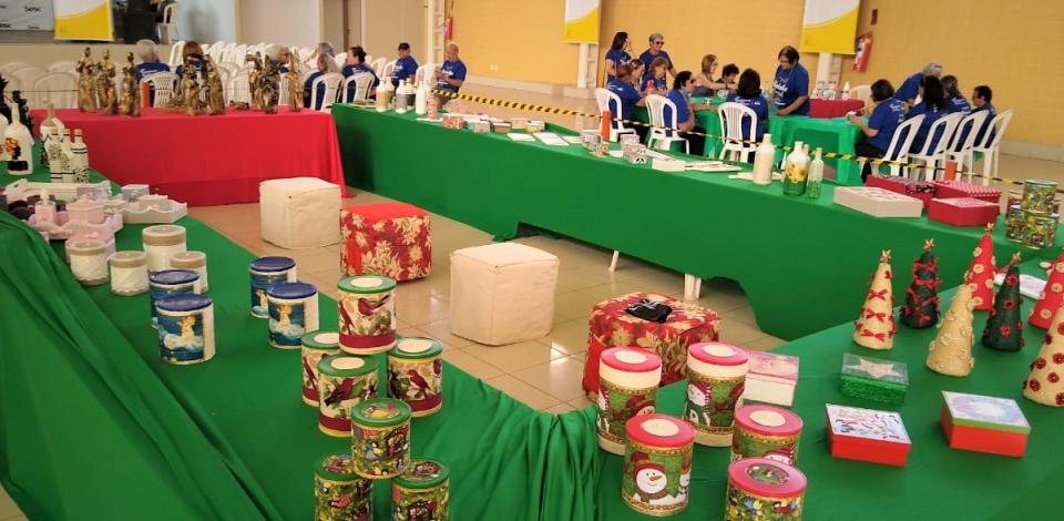 Sesc apresenta em Caruaru peças de decoração natalina em feira de artesanato