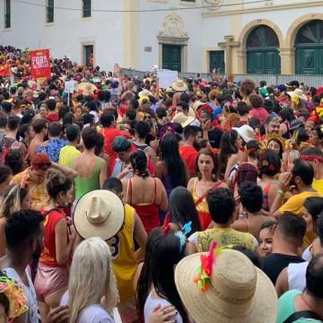 Foliões se despedem do Carnaval de Olinda