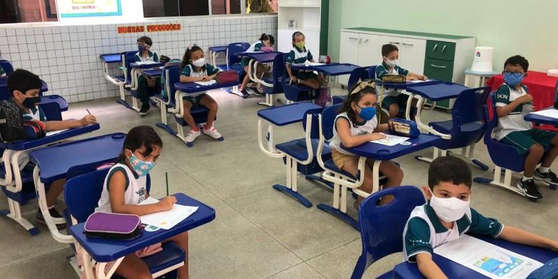 Cerca de 52 mil alunos do 1° ao 5° ano, no esquema de rodízio, devem retornar as atividades nesta terça-feira (17)