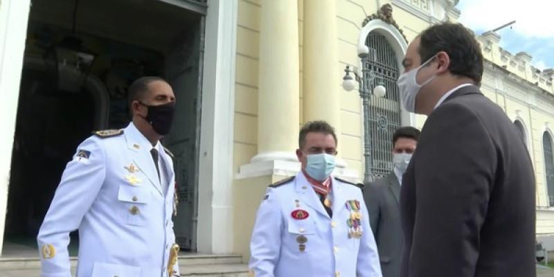A cerimônia da passagem de comando geral da Polícia Militar foi no Salão Nobre do Quartel do Derby, área central do Recife