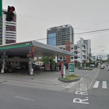Obra de drenagem interdita faixa da Rua Ribeiro de Brito