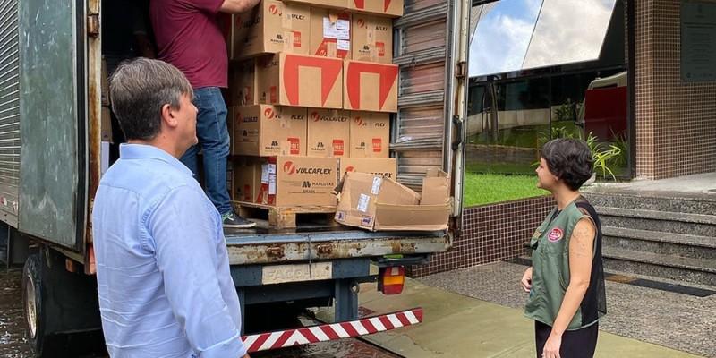 Materiais como luvas, máscaras, camisas, calças, macacões e botas que não foram usados agora vão servir no enfrentamento à pandemia da Covid-19