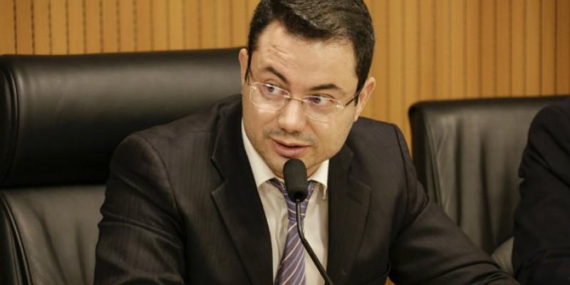 O deputado também comentou sobre a campanha de vacinação no estado e ações da Alepe em torno da pandemia
