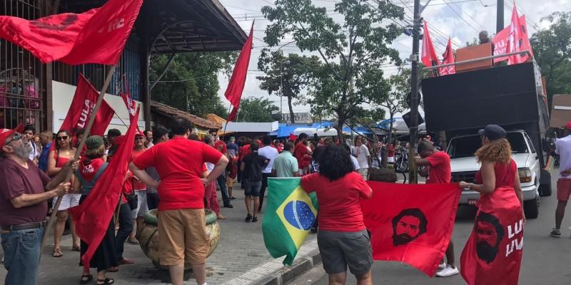 A caravana conta com a presença de Fernando Haddad, ex-candidato à presidência