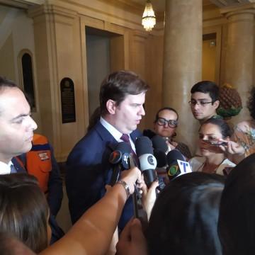 Pernambuco não terá ajuda financeira para combater manchas de óleo, afirma ministro