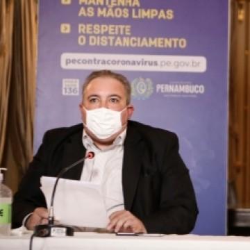 Entraves políticos e diplomáticos do governo federal para aquisição da vacina são criticados por André Longo