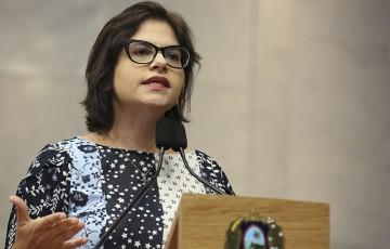 Priscila acusa governo de descumprimento de cláusulas com a CEF
