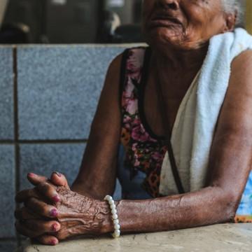 Violência financeira contra idosos triplica em um ano