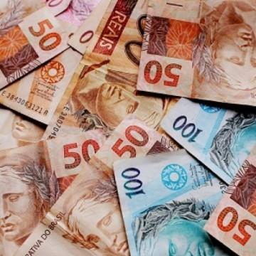 Com queda da Selic, bancos anunciam redução de taxas de juros