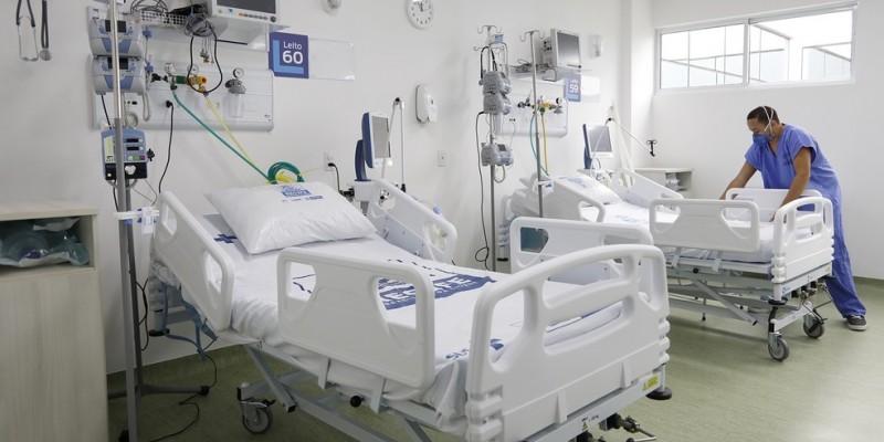 Já nas enfermarias, 1256 pacientes estavam em tratamento