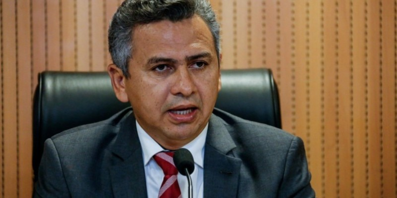 O deputado também comentou sobre o prefeito de Águas Belas, que teve seu mandato cassado