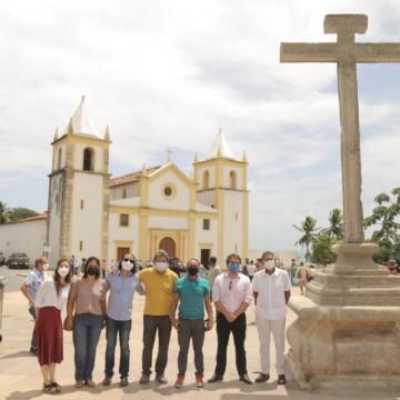 Cruzeiro da Sé é reerguido em Olinda