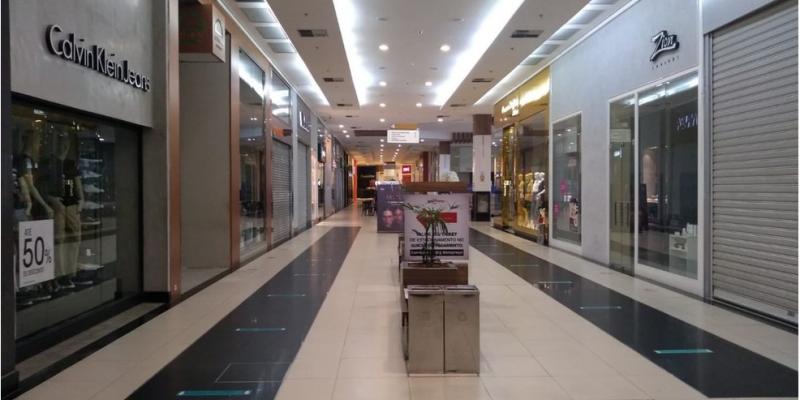 Os centros comerciais estavam funcionando com horários reduzidos