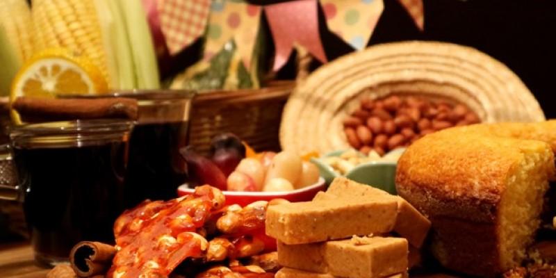 Arraial doméstico terá roupa xadrez, comida de milho e forró ao som das lives