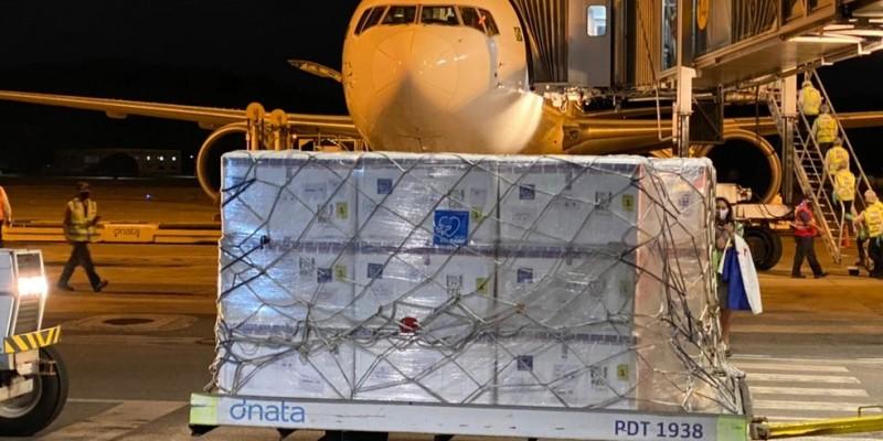 As 84 mil doses destinadas ao Estado desembarcaram no Aeroporto Internacional do Recife