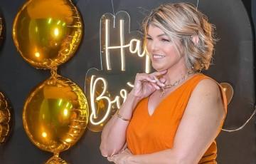 Empresária Cida Peixoto comemora 5.0 com festa em família