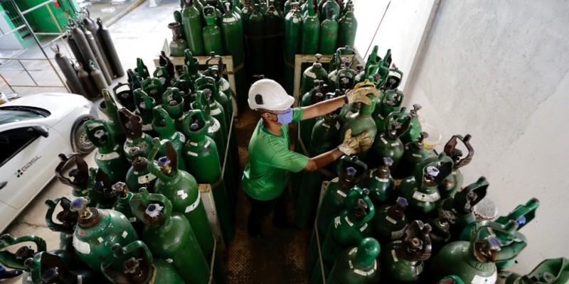 O governo do estadoenviou 398 cilindros de oxigênio, nodomingo (30)