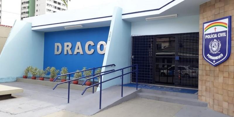 Investigações apontaram irregularidades em contratos firmados pelas prefeituras de Amaraji e Gameleira, na gestão passada. Prejuízo estimado ultrapassa R$1 milhão.