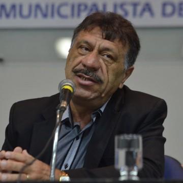 """""""No mínimo, aumentar restrições. Não só em Pernambuco mas no Brasil inteiro"""", afirma presidente da Amupe, José Patriota"""
