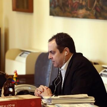 Paulo Câmara sanciona lei que amplia auxílio financeiro para mulheres vítimas de violência sob proteção do Estado