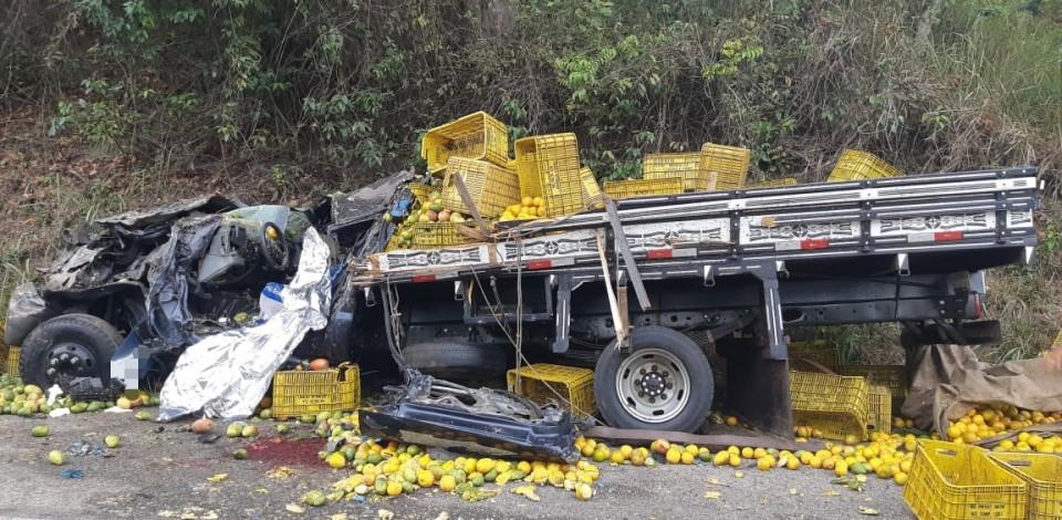 Acidente deixa caminhoneiro de 24 anos morto na BR-104 em Panelas