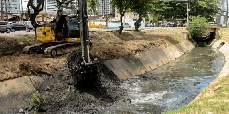 Começa nesta segunda (06) a limpeza dos nove canais que cortam a cidade, o objetivo é evitar obstruções e alagamentos no sistema de drenagem